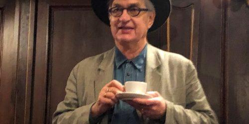 Auf ein Schalerl Kaffee in Wien: Wim Wenders eröffnet Fotoausstellung und fügt der Henne/Ei-Frage eine 3. Dimension hinzu.