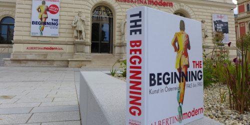 """Da passt alles: chic renoviertes Museum,  """"signature"""" Ausstellung und ein wuchtiger Katalog."""